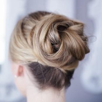 働く女のまとめ髪